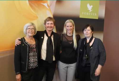 Nogle fra Forever Living teamet, der var med på kursus i Mölndal, Sverige i 2016.